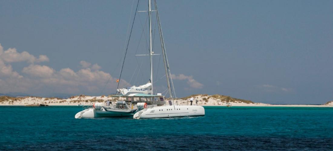 Catamarán 30m. – 100 pax